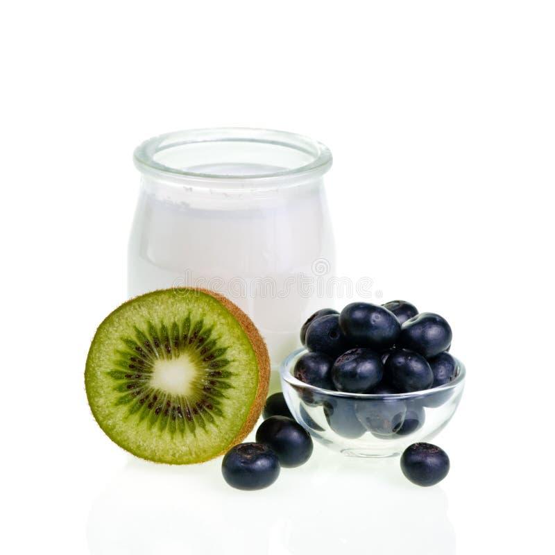 Yogurt com frutas imagens de stock