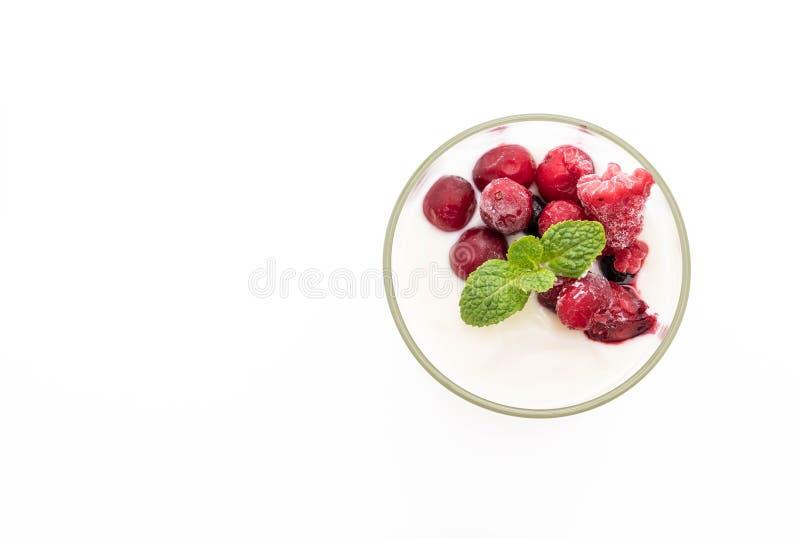 yogurt con le bacche miste immagini stock