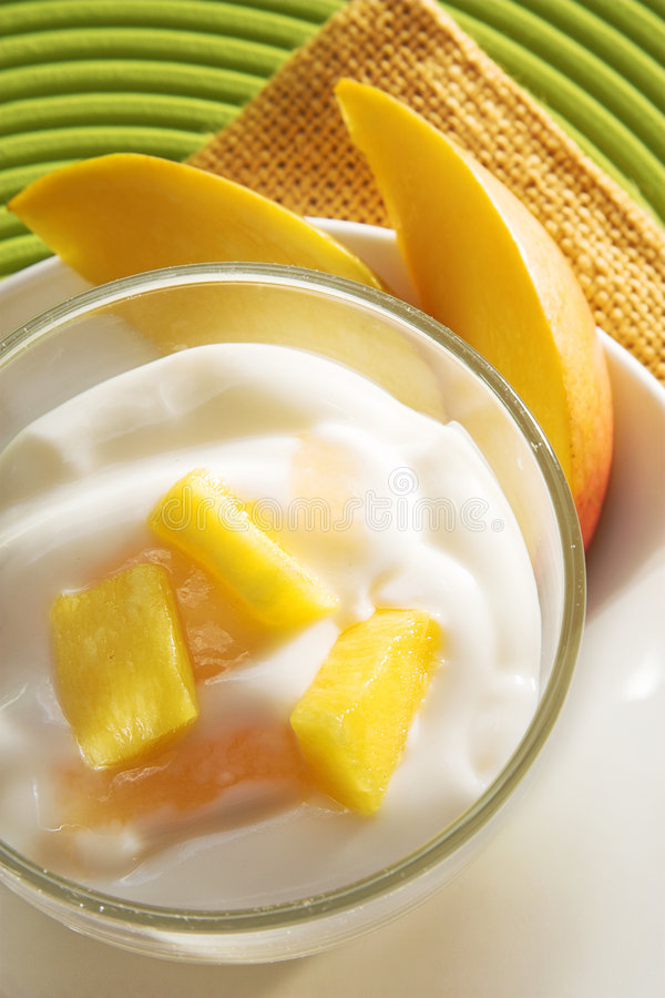 Yogurt del mango fotografia stock