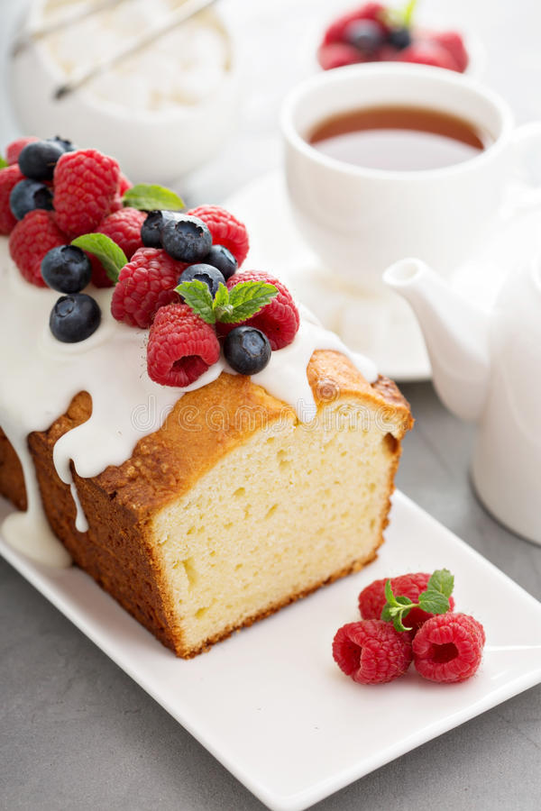 Free Yogurt Pound Cake With Glaze And Fresh Berries Royalty Free Stock Photo - 66178235
