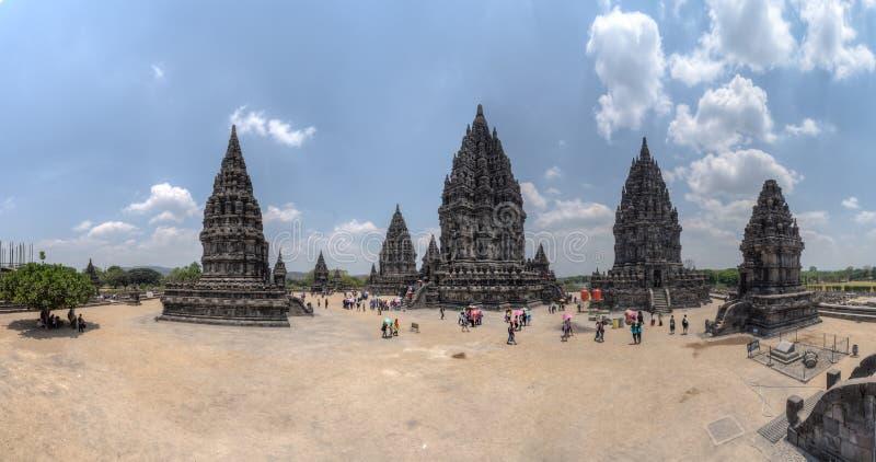YOGYAKARTA, ΙΝΔΟΝΗΣΙΑ - ΤΟ ΣΕΠΤΈΜΒΡΙΟ ΤΟΥ 2015 CIRCA: Πανόραμα του ινδού ναού Prambanan σύνθετου, Ιάβα, Ινδονησία στοκ εικόνες
