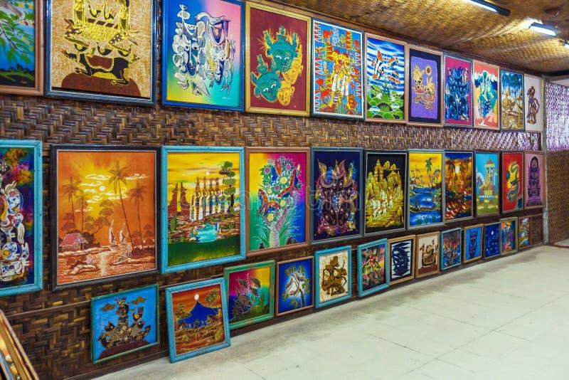 YOGYAKARTA, INDONESIA - 28 AGOSTO 2008: Galleria di arte della seta del batik immagini stock libere da diritti