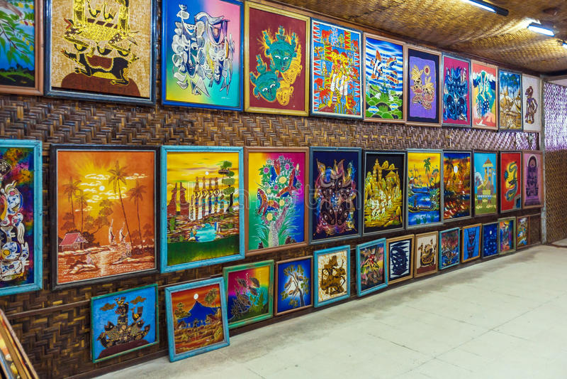 YOGYAKARTA INDONEZJA, SIERPIEŃ, - 28, 2008: Batikowa jedwabnicza galeria sztuki obrazy royalty free