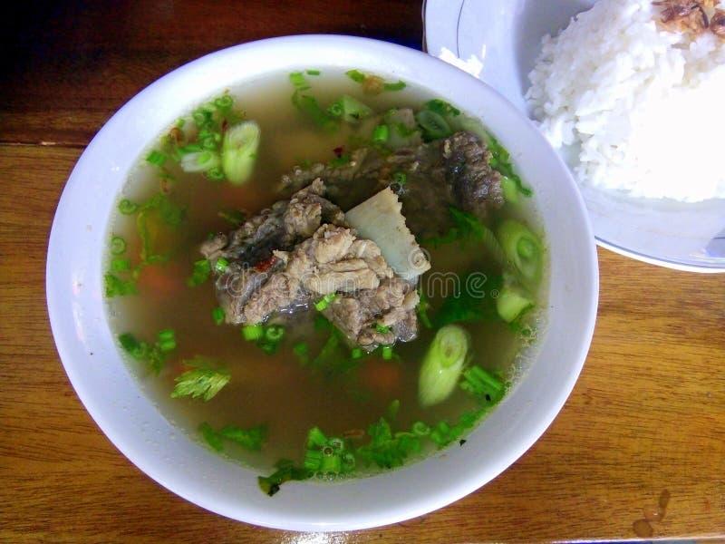 YOGYAKARTA - Rindfleischrippen von Indonesien sind nahrhafte Nahrungsmittel stockfoto