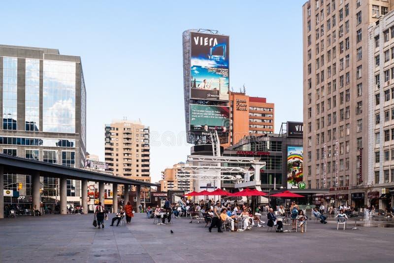 Yonge-Dundas kwadrat w Toronto, Kanada fotografia royalty free