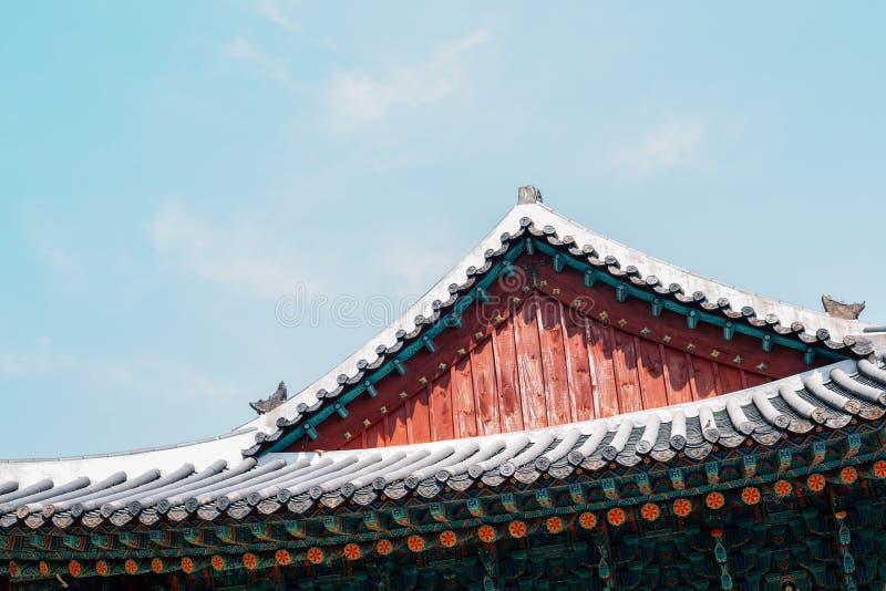 Yongjusa ?wi?tynni tradycyjni okapy w Hwaseong, Korea obrazy royalty free