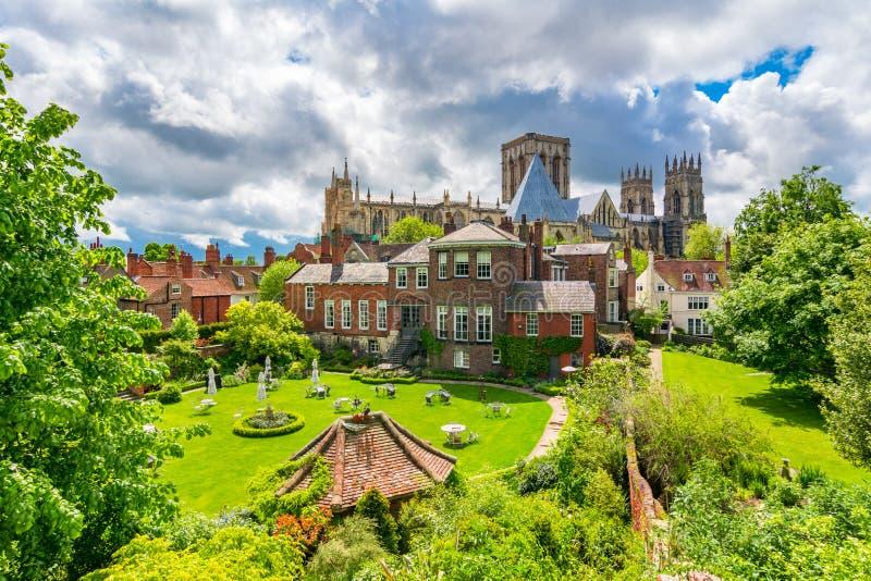 York, Engeland, het Verenigd Koninkrijk: Munster van York, één van grootst van zijn soort in Noordelijk Europa stock afbeelding