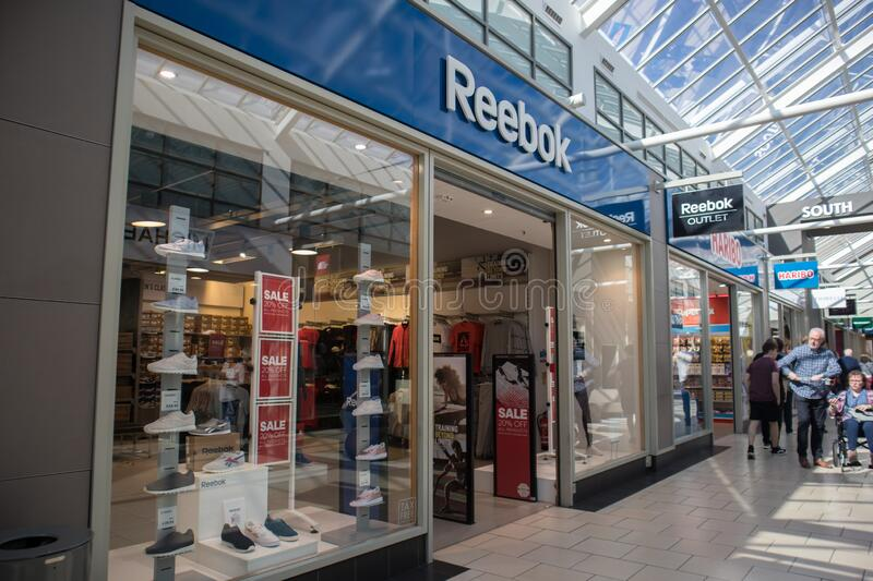 reebok outlet mall
