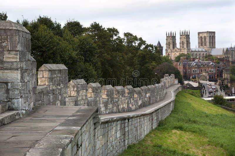 York Minster visto dai mura di cinta, York, Regno Unito fotografia stock libera da diritti