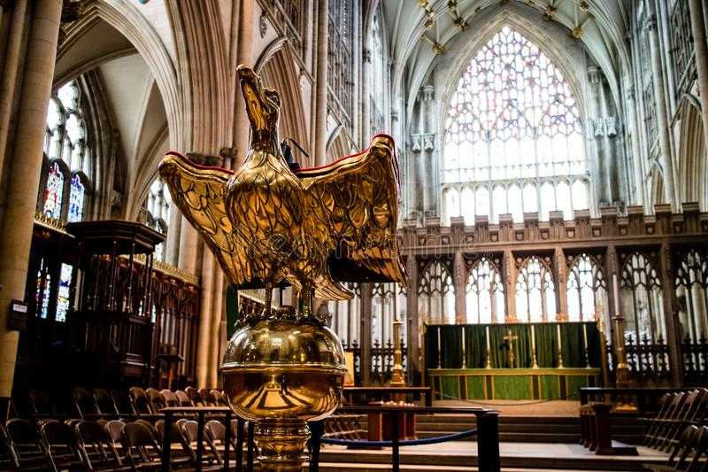 York, Reino Unido - 02/08/2018: Iglesia de monasterio interior de York imagenes de archivo