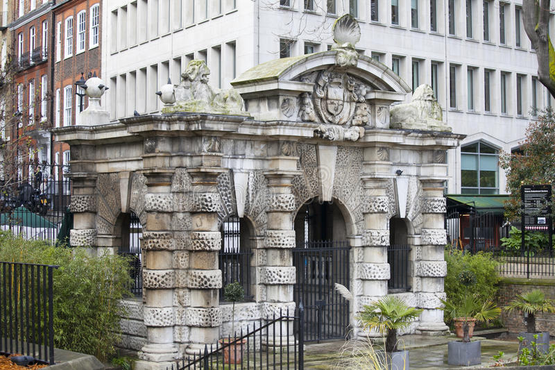 York watergate in embankment gardens stock photo image - What time does victoria gardens close ...