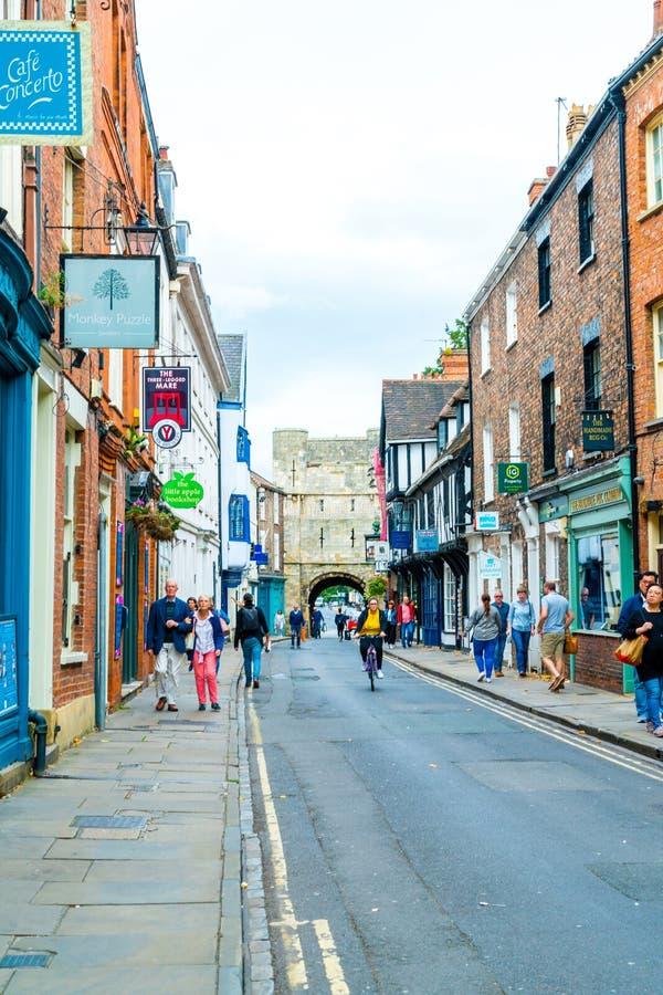 York, Yorkshire, Zjednoczone Królestwo - SEP 3, 2019: Stonegate Street jest jedną z najstarszych ulic w Yorku, z kilkoma z pół- zdjęcie stock
