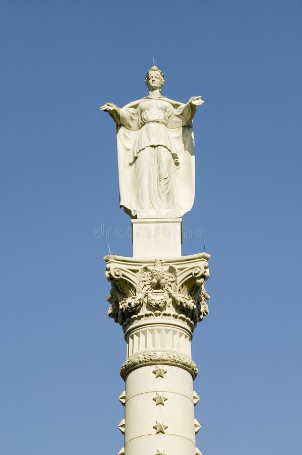 Yorktown胜利纪念碑在殖民地国家历史公园,历史三角,弗吉尼亚 雕象由委任 免版税图库摄影