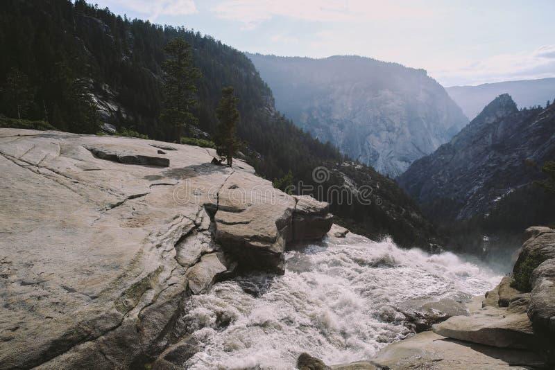 Yosemite - κορυφή των πτώσεων της Νεβάδας στοκ εικόνα