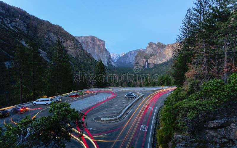 Yosemite dal och Bridalveil nedgång från tunnelsikt, Yosemite nationalpark, UNESCOvärldsarv, Kalifornien royaltyfria bilder