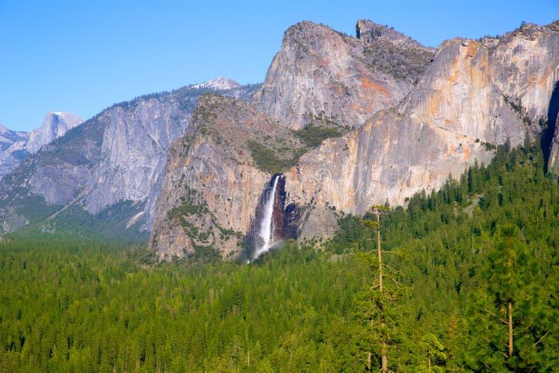 Yosemite el Capitan и половинный купол в Калифорнии стоковое изображение