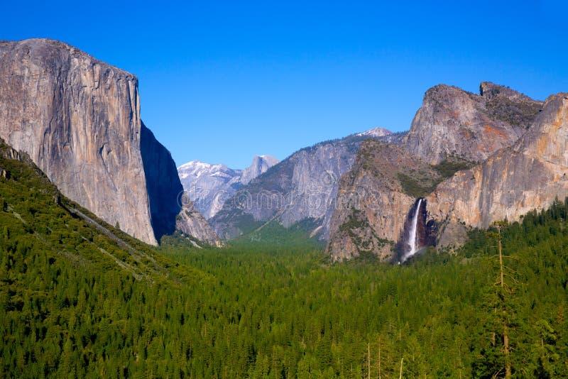 Yosemite el Capitan i Przyrodnia kopuła w Kalifornia obrazy stock