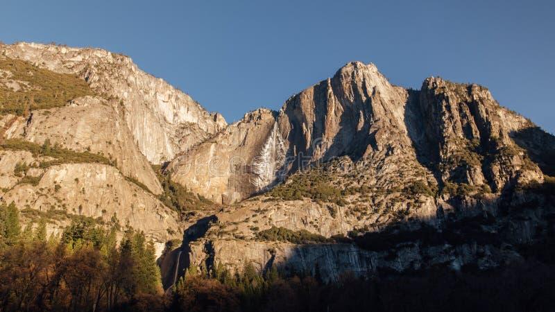 Yosemite Falls на восходе солнца стоковые изображения rf
