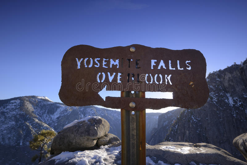 Yosemite Falls donnent sur photos libres de droits