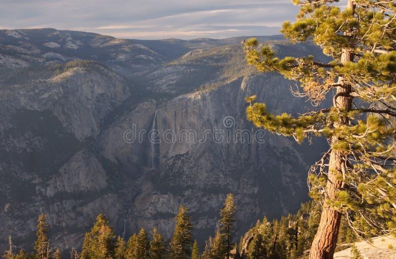 Yosemite Falls en otoño imágenes de archivo libres de regalías
