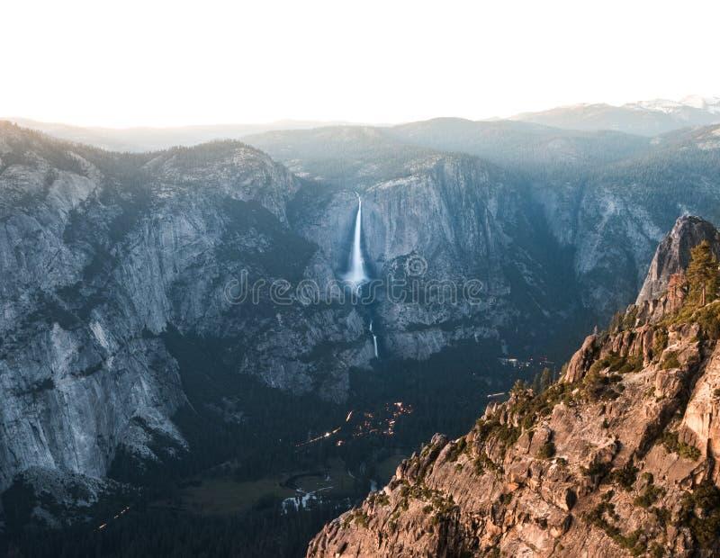 Yosemite Falls från Taft punkt royaltyfri bild