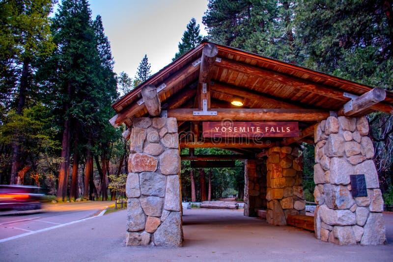 Yosemite Falls station fotografering för bildbyråer