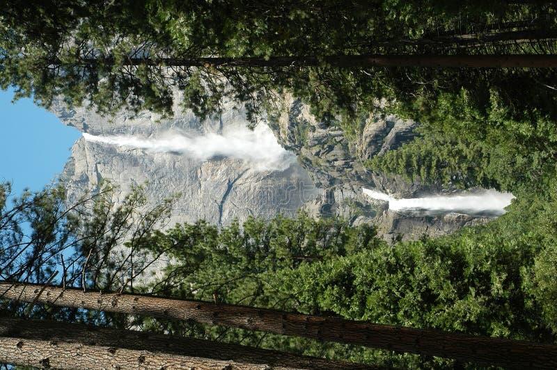 Yosemite Falls supérieur et inférieur image stock