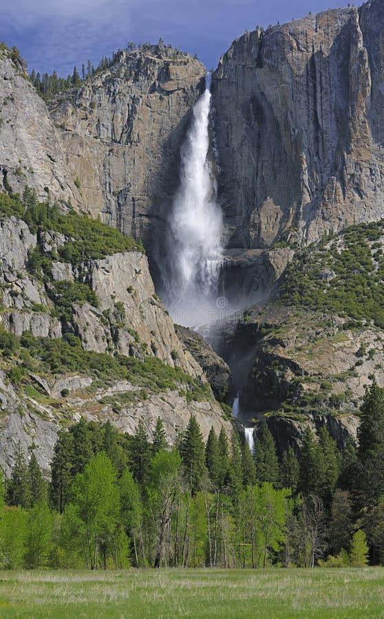Yosemite Falls superior y más inferior fotos de archivo