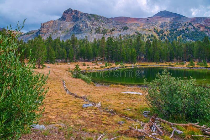 Yosemite Nationalpark im Frühherbst kalifornien USA lizenzfreies stockbild