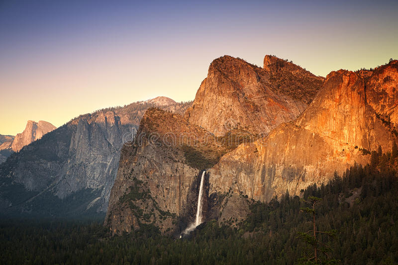 Yosemite solnedgång royaltyfri bild