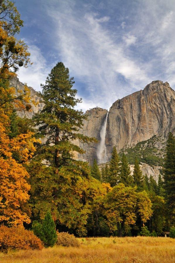 Yosemite-Tal im Herbst lizenzfreie stockbilder
