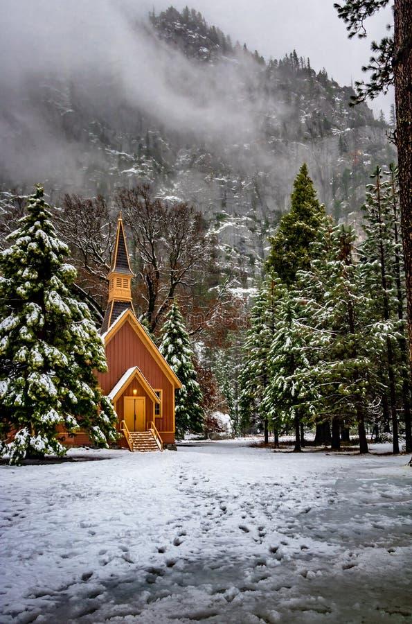Yosemite-Tal-Kapelle am Winter - Yosemite Nationalpark, Kalifornien, USA lizenzfreies stockbild