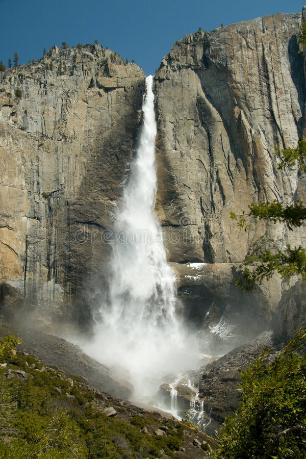 Free Yosemite Waterfall Royalty Free Stock Image - 5097946