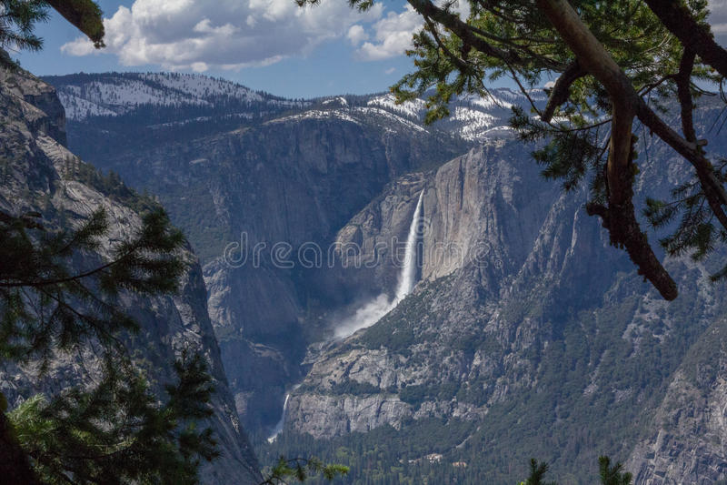 Yosemite - Yosemite Falls стоковое фото rf