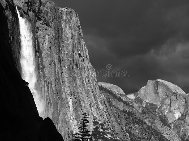 Yosemiteonweer in Zwart-wit stock foto