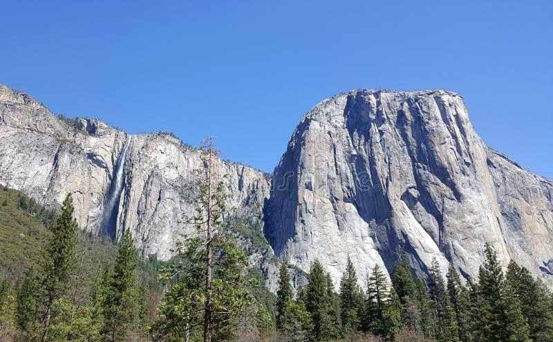 Yosemitevallei in al zijn glorie - Gr Capitan met Horsetail Fal stock afbeeldingen