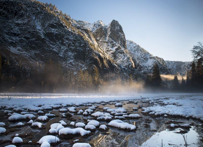 Yosemitezonsondergang stock foto's