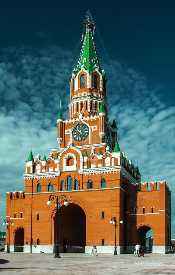 Yoshkar-Ola, Federacja Rosyjska - 09/03/2011: Wieża zwiastunowa, kwadrat błogosławionej dziewicy obraz stock