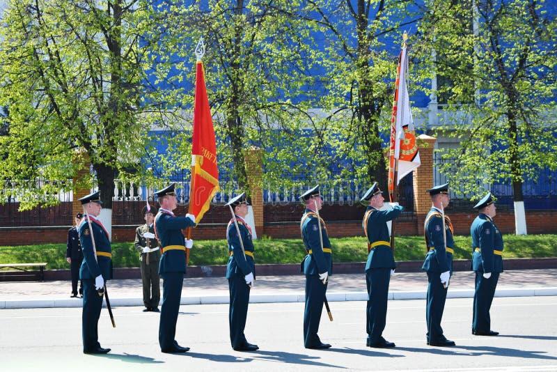 Yoshkar-Ola, Rusia - 9 de mayo de 2016 Desfile de la victoria Los soldados demuestran su disposición para defender su patria fotografía de archivo libre de regalías