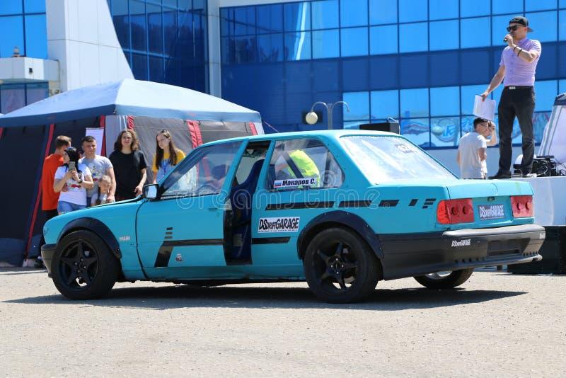 YOSHKAR-OLA, RUSLAND, 02 JUNI, 2019: Auto en Motorfietstentoonstelling - Festival - YO-TOP 2019 - Autoshow - tentoonstelling van  stock afbeelding