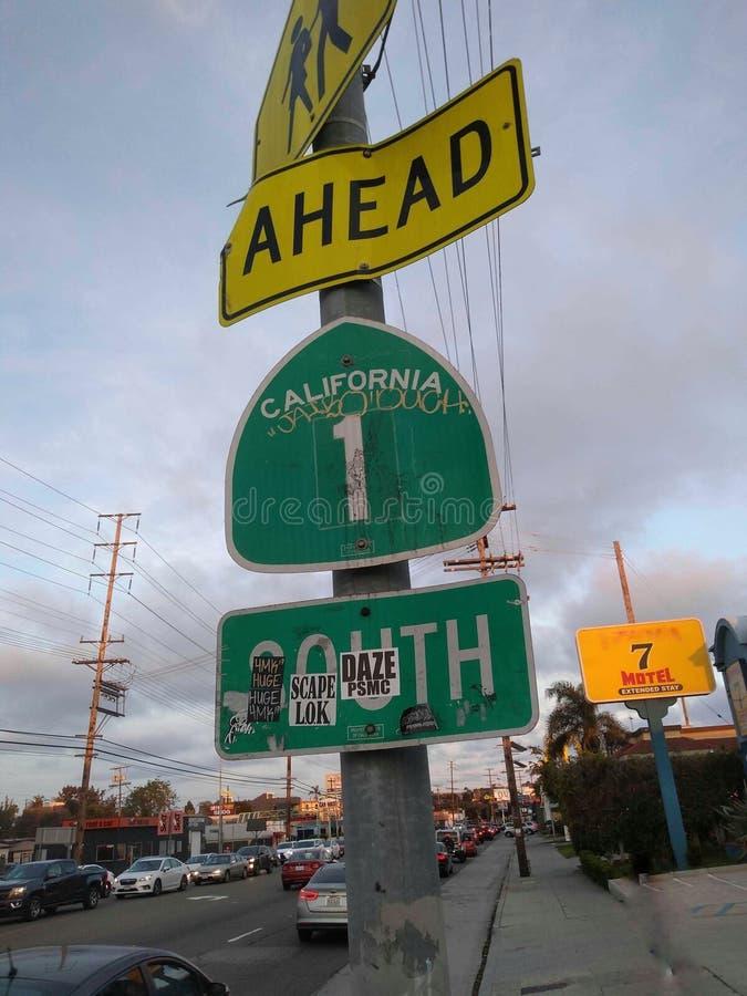 You& x27 de las muestras; re en la ruta una de Venecia Los Angeles California por el motel, los coches parqueados, y el tráfico imagenes de archivo