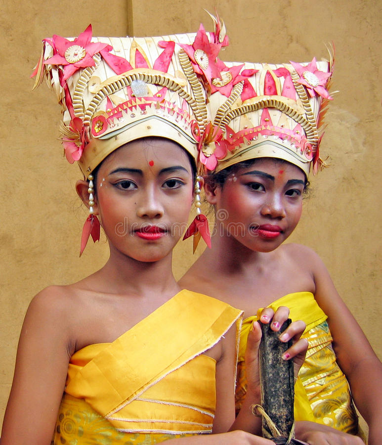 YOUNG BALINESE DANCERS royalty free stock photography