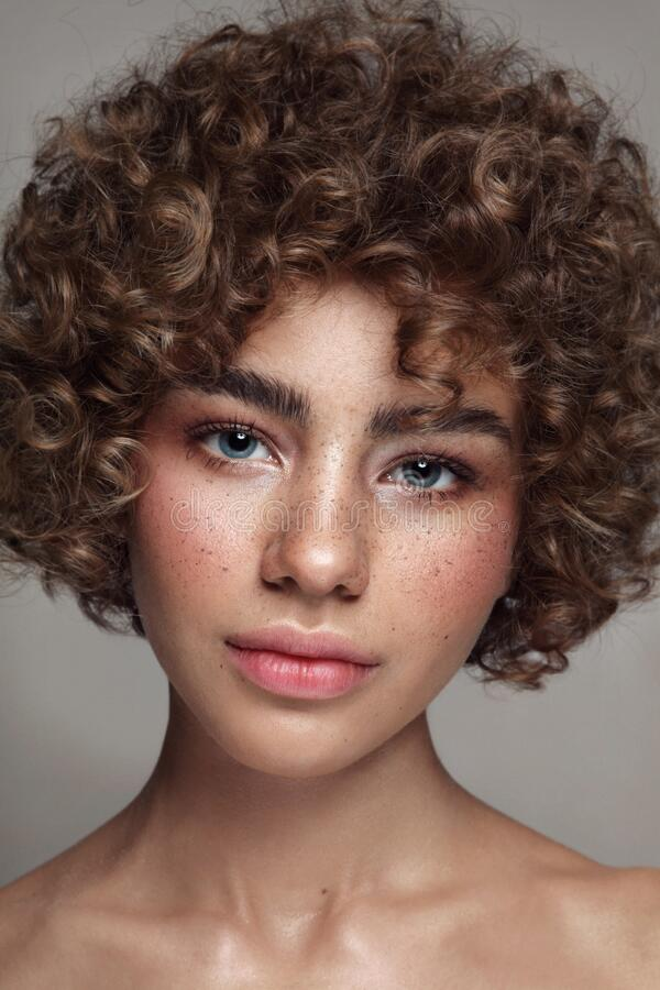 Free Young Beautiful Freckled Girl With Curly Hair And Clean Makeup Royalty Free Stock Photography - 172274217