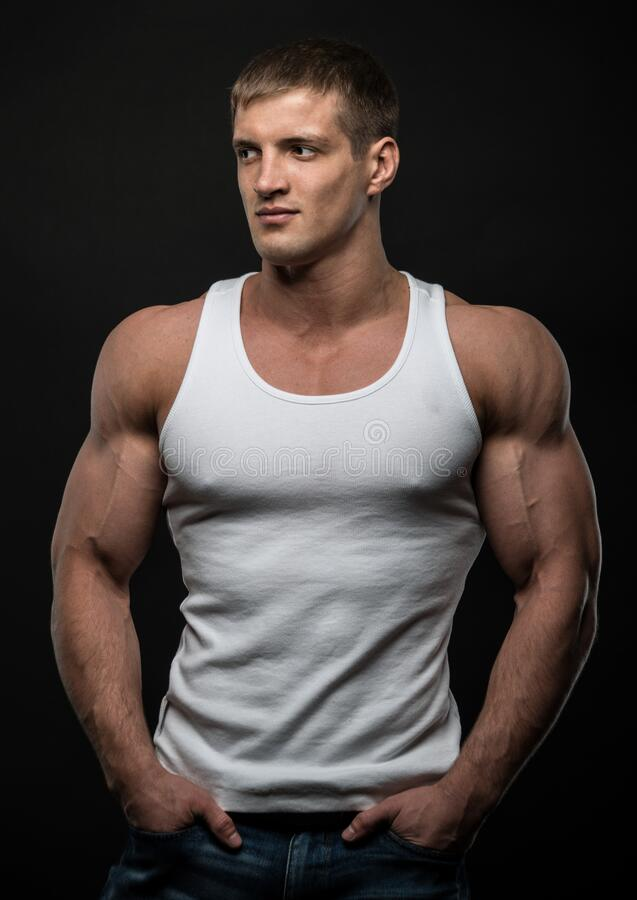 Young bodyBuilder royaltyfri foto