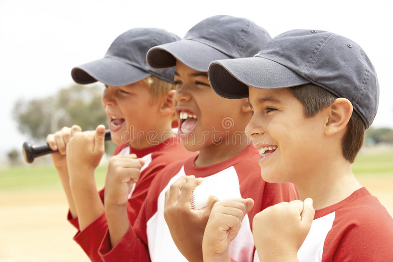 Young Boys na equipa de beisebol foto de stock royalty free