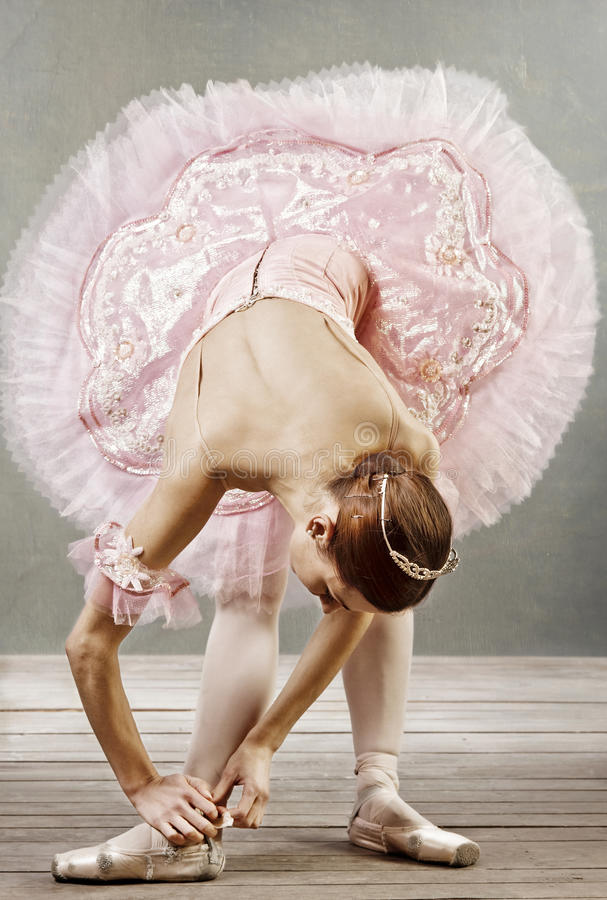 Free Young Dancer Fixing Her Slippers Royalty Free Stock Image - 13185686