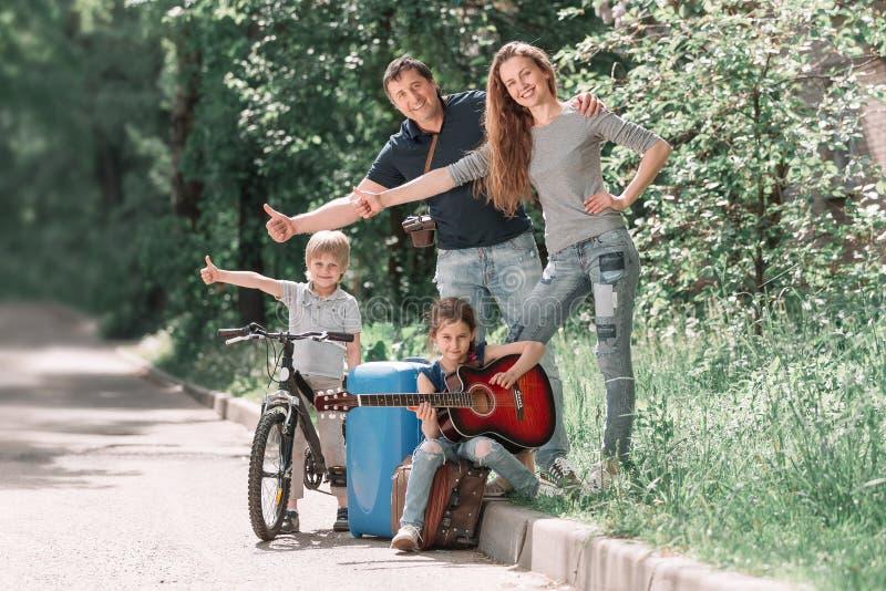 बच्चो  के साथ यात्रा की फोटो