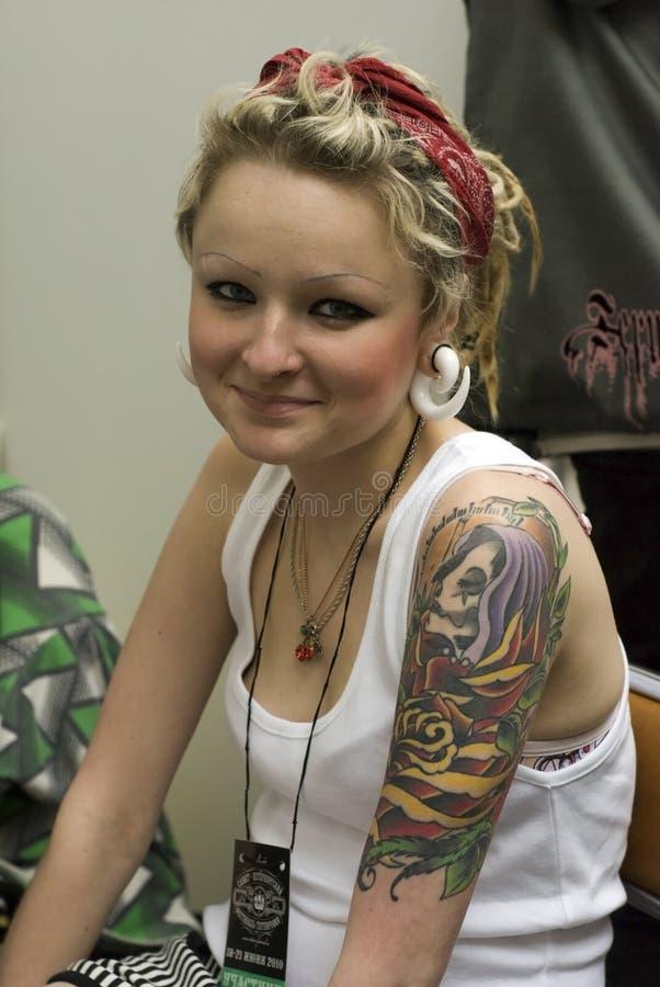 young tattoo petersburg festival tatuaggio ragazza saint rapariga tatuagem uma editorial meisje tatoegering jong bij het een braccio sul body