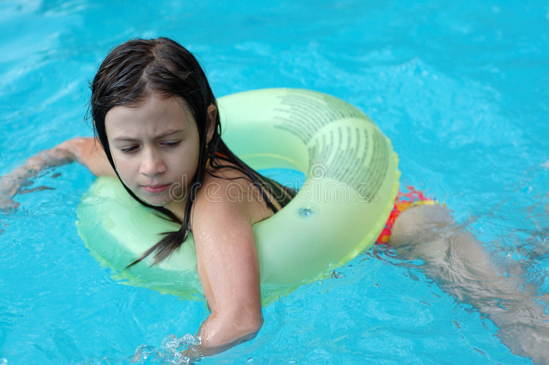 cute-teen-girl-swimmer-nude