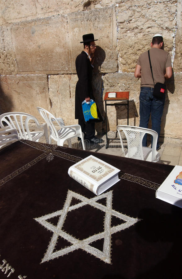 Download YOUNG JEWS AT THE WAILING WESTERN WALL Editorial Stock Photo - Image: 9677353